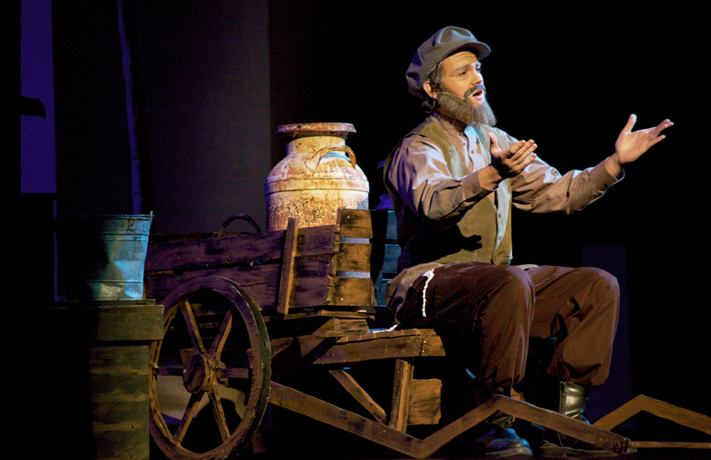 Fiddler On The Roof Stars Complete Behind The Scenes Set